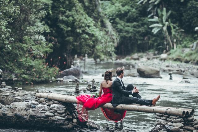 Memilih Undangan Pernikahan Online