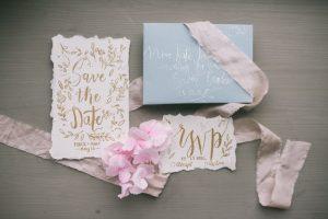 memilih undangan pernikahan